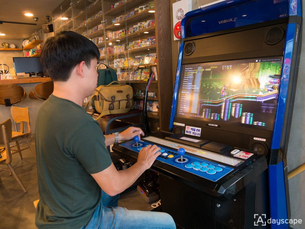 Retro Cafe Trader 5